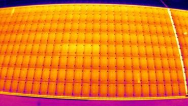 Bild einer Infarotspektrumsaufnahme einer PV-Anlage durch unser Thermografieteam